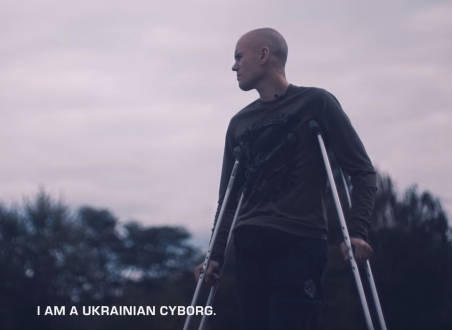 Aus der ukrainischen Replik auf den Apple-Spot. / https://www.youtube.com/watch?v=Eq9uqcyl69w