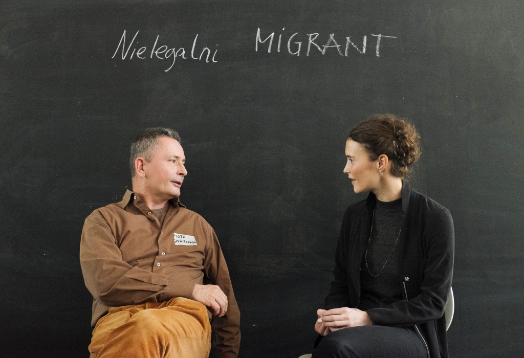 """Nielegalni"" is Polish and means ""illegal"". How difficult it is to come to a common understanding of the term ""illegal immigrant"" is reflected by the conversation between our two protagonists, Caterina Lobenstein and Piotr Skwiecinski. / Foto: Ekaterina Anokhina, n-ost"